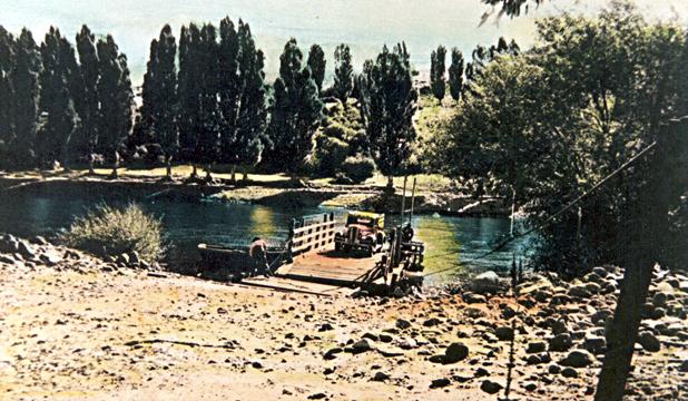Balsa sobre el Río Alumine