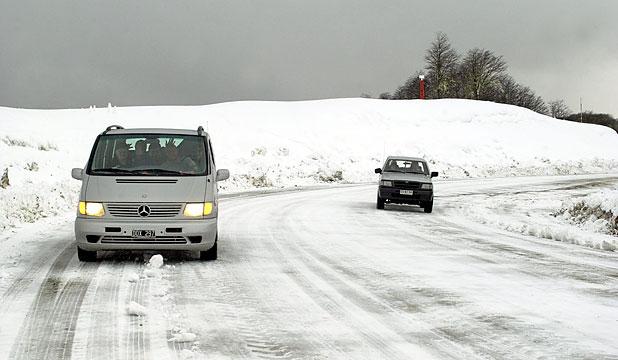 Camino con nieve en el Paso Cardenal Samoré